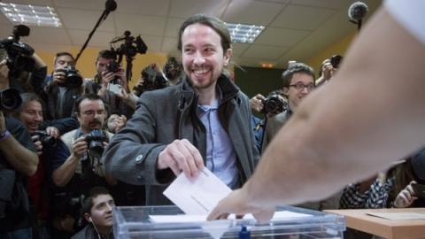 Pablo_iglesias_votando