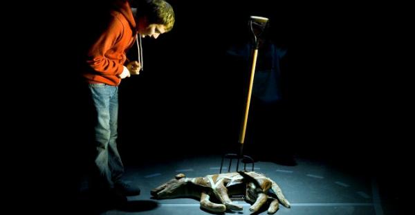 Crítica: el curiós incident del gos a mitjanit, en el teatre lliure