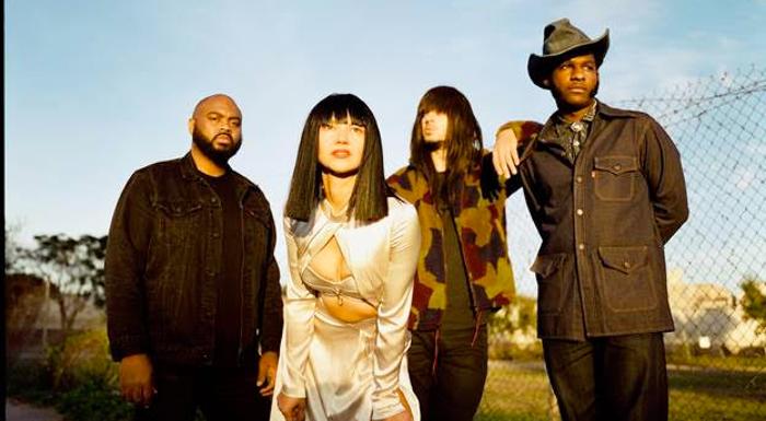 "Khruangbin y Leon Bridges publican ""Texas Sun"", un EP conjunto"