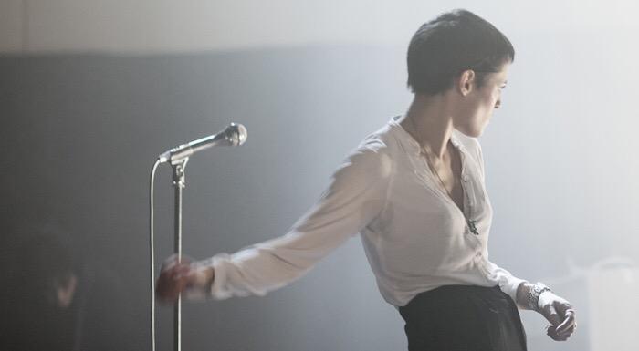 Jehnny Beth anuncia su primer álbum en solitario con la electrónica 'Flower'