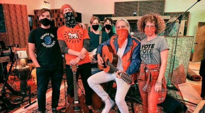 """Arcade Fire crean el himno de la """"Generation A"""""""