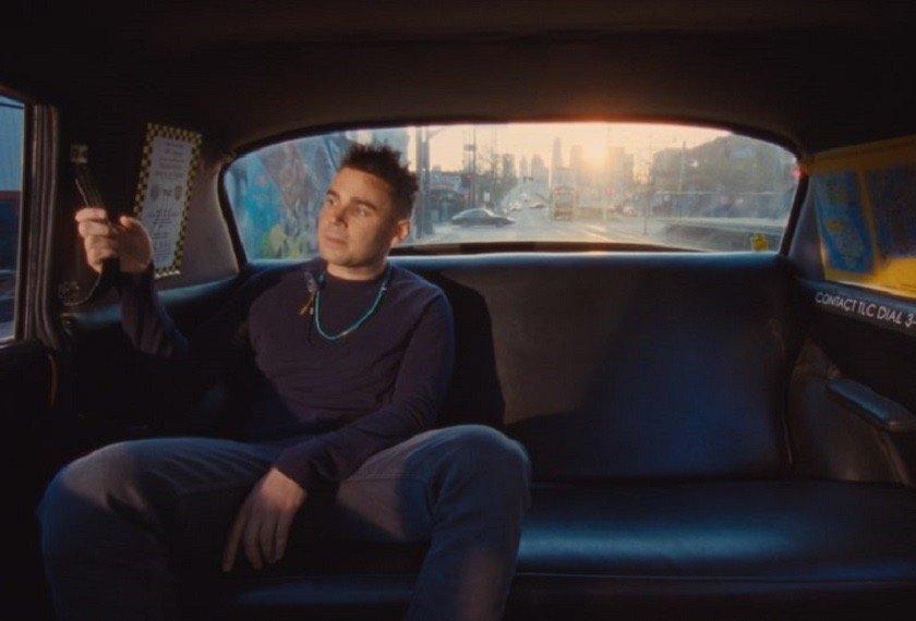 "Rostam se rodea de amigos en ""From The Back of a Cab"""